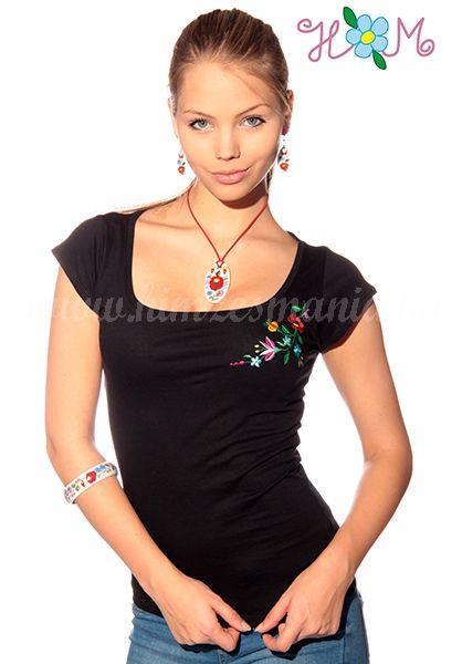 Hímzésmánia - kalocsai póló - fekete