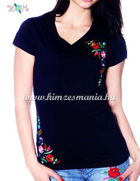 V-nyakú rövid ujjú női póló kalocsai hímzett mintával - fekete - Hímzésmánia