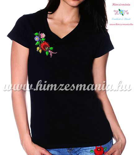 V-nyakú fekete női póló kalocsai hímzéssel - Hímzésmánia