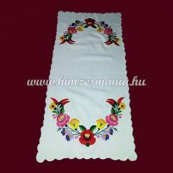 Fehér asztali futó kalocsai mintával - kézi hímzés - 28x58 cm