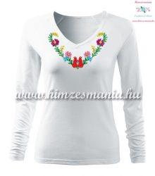 Hosszú ujjú, V-nyakú női póló, kézi hímzésű szív alakú matyó mintával - Hímzésmánia - fehér