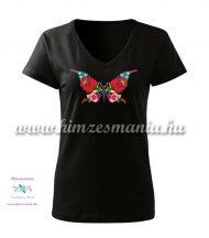 Rövid ujjú, V-nyakú női póló, kézi hímzésű kalocsai pillangó mintával - Hímzésmánia - fekete