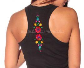 Hímzésmánia - hátulján hímzett matyó mintás trikó -fekete (XL)