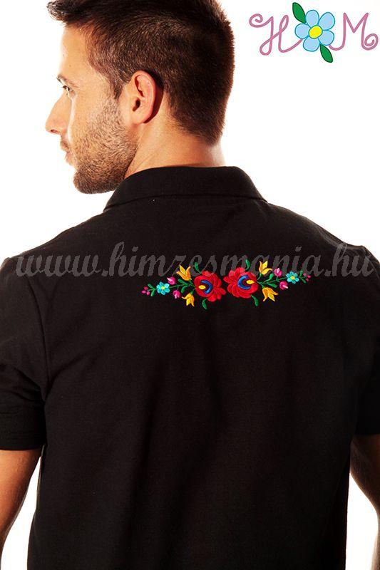 e955aebc6b Hímzésmánia - matyó mintás elején-hátulján hímzett galléros férfi póló -  fekete