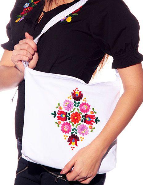 43199d207d21 Kézzel hímzett matyó mintás táska - fehér - Hímzésmánia | Divat ...