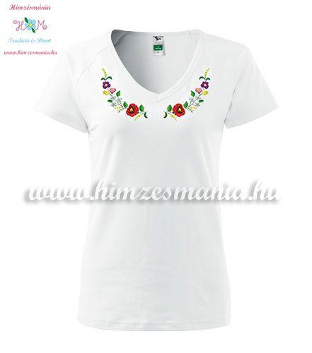 d11e3fb005 Rövid ujjú V nyakú női póló - kalocsai minta - gépi hímzés - fehér ...
