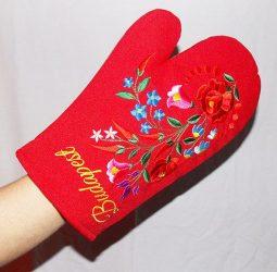 Mágneses edényfogó kesztyű, kalocsai hímzéssel - piros
